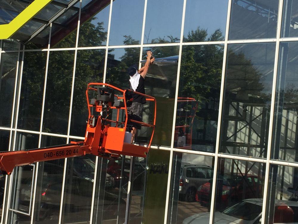 Fenster mit Flachglasfolie von LS Scheibentönung folieren lassen